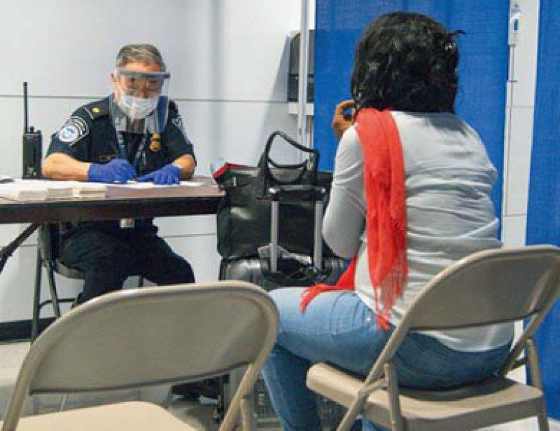 Westafrikareisende ohne Ebola-Symptome dürfen in New York künftig die Quarantäne zu Hause ableisten. Foto: dpa
