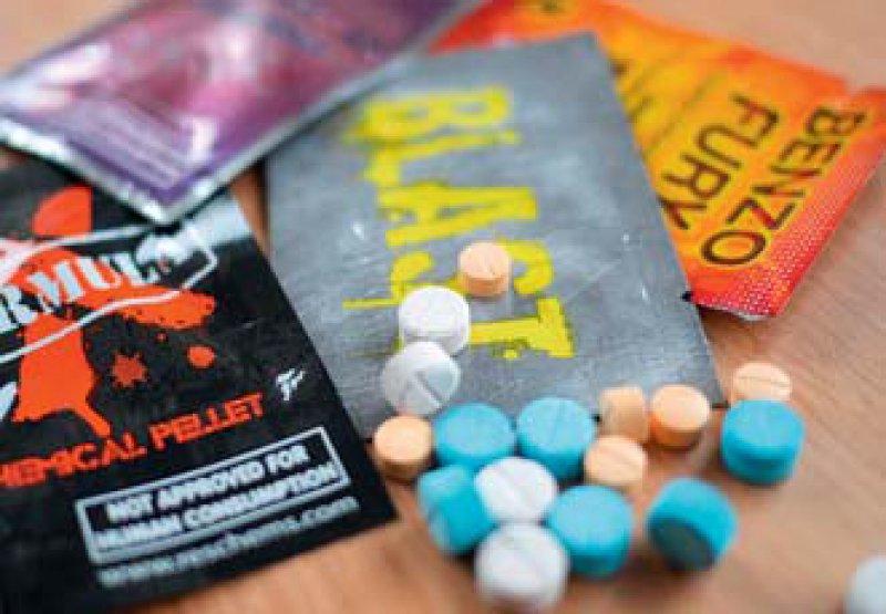Künftig verboten: Verkauf und Erwerb von 32 neuen psychoaktiven Substanzen werden nun strafrechtlich verfolgt. Foto: mauritius images