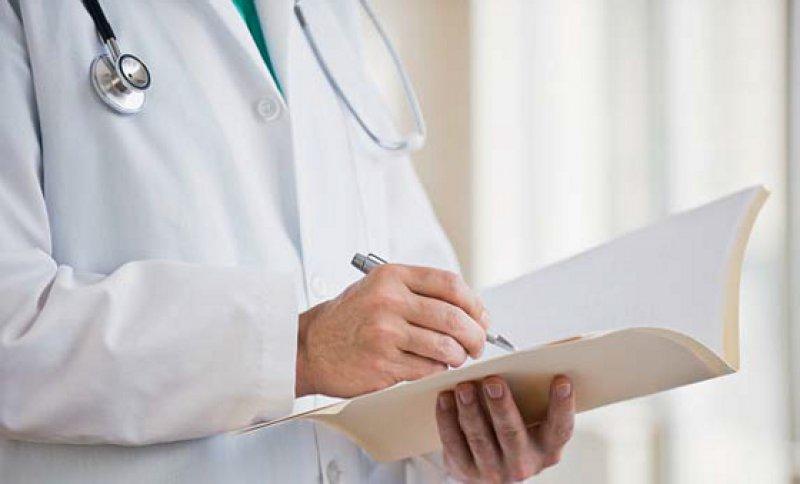 BÄK und DKG haben sich darauf geeinigt,den Passus für Bonusvereinbarungen bei Chefarztverträgen zu verschärfen. Foto: mauritius images