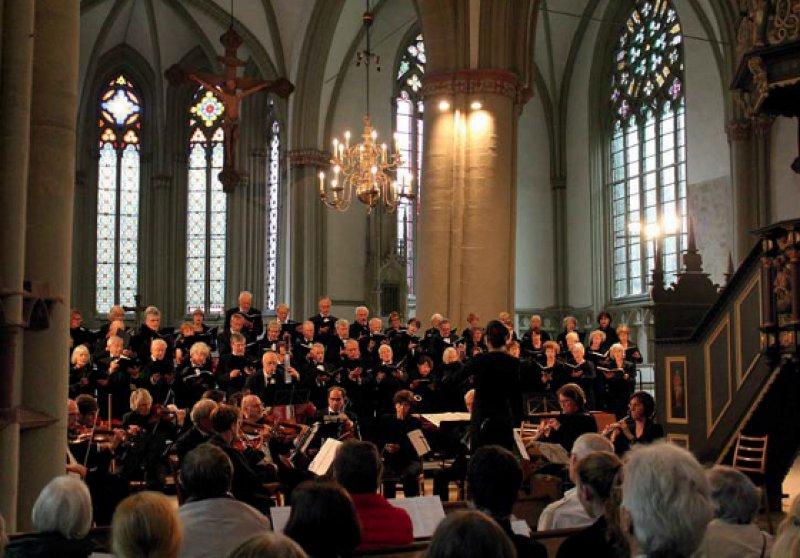 Johann Sebastian Bachs Motetten – sie erklangen in St. Marien Lemgo als Benefizkonzert zugunsten des Lemgoer Kinderschutzbundes. Foto: DÄC