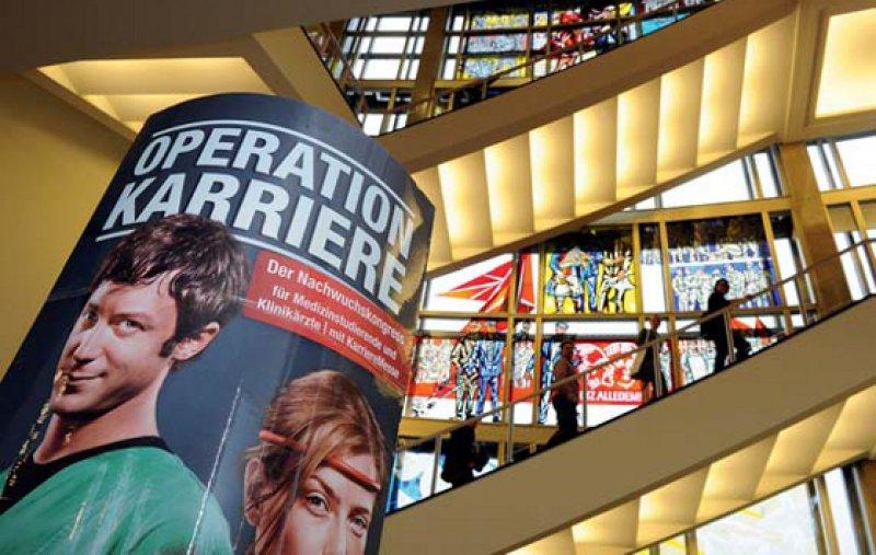 """Nachwuchsärzte holten sich beim Kongress """"Operati- on Karriere"""" Informationen über Karrierestrategien, Weiterbildung und die Möglichkeiten einer Niederlassung ein. Foto: DÄV"""