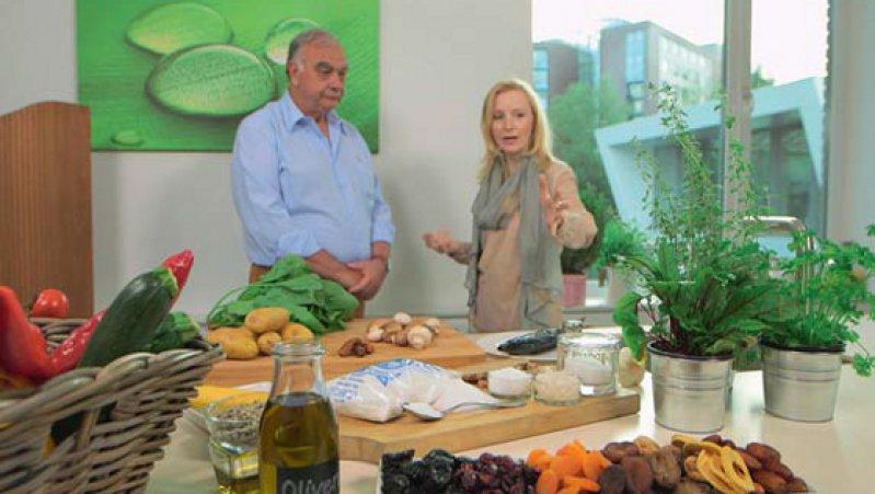 Die richtige Ernährung ist wichtig für die Gesundheit. Ernährungsmedizinerin Anne Fleck bei der Ernährungsberatung. Foto: NDR