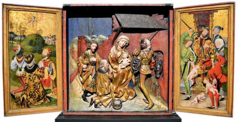 """Altaraufsatz: """"Die Geschichte der Heiligen Drei Könige"""": Ölmalerei auf den Flügeln und Schnitzwerk in der Mitte, Nürnberg oder Umgebung, letztes Viertel 15. Jahrhundert. Foto: Ulrich Traub"""