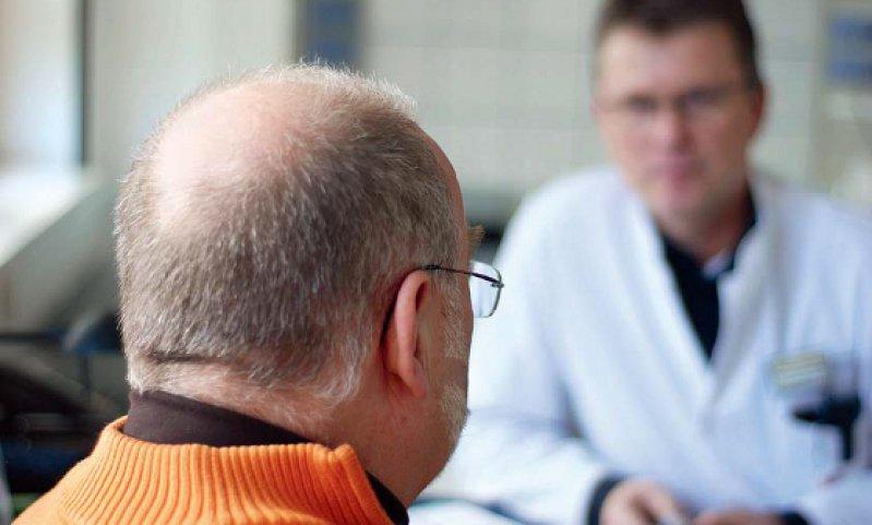 Fortbildungen zur Verbesserung des Kommunikationsverhaltens von Ärzten können dabei helfen, Klarheit ins Arzt-Patienten-Gespräch zu bringen. Foto: DRV Westfalen