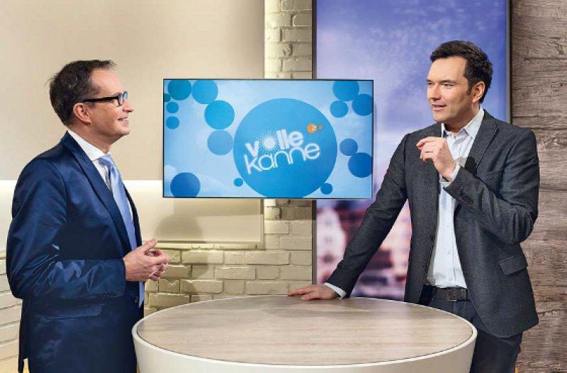 Grob informieren, aber richtig ist der Anspruch von Christoph Specht (links), hier mit ZDF-Moderator Ingo Nommsen. Der Arzt und Wissenschaftsjournalist lebt in Düsseldorf und arbeitet als freier Medizinkorrespondent für RTL, n-tv und ZDF. Fotos: Lajos Jardai
