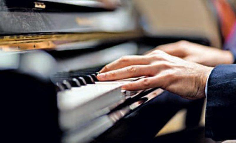 Wer ein Instrument spielt, kann die Folgen eines altersbedingten Hörverlusts ausgleichen. Foto: Fotolia Minerva Studio