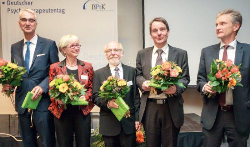 Der neue Vorstand der BPtK: Wolfgang Schreck, Andrea Benecke, Peter Lehndorfer, Dietrich Munz und Nicolaus Melcop. Fotos: Bundespsychotherapeutenkammer