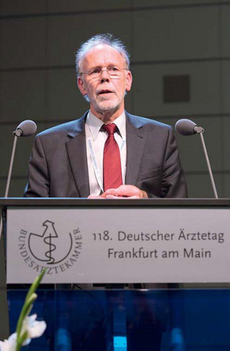 """""""Haltung, Verhalten und Sprache prägen die Begegnung mit dem Patienten."""" Ulrich Schwantes"""