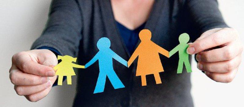 Von der psychischen Erkrankung eines Elternteils ist immer das ganze Familiensystem betroffen. Foto: dpa