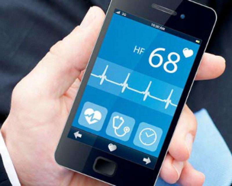 Täglicher Check der Fitness per Smartphone-App: Auch Kranken- und Lebensversicherungen wollen künftig dabei sein, wenn ihre Kunden Aktivitätsdaten sammeln. Foto: Fotolia/cirquedesprit