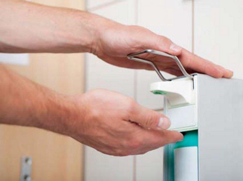Die Händehygiene ist ein wichtiger Bestandteil der Infektionsprophylaxe. Foto: Fotolia/contrastwerkstatt