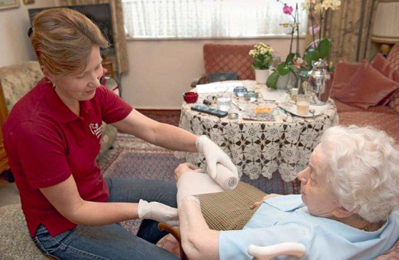 Manche Pflegekräfte werden künftig in Pflegekammern organisiert sein – welche es sind, wird von ihrem Wohnort abhängen. Foto: epd-bild