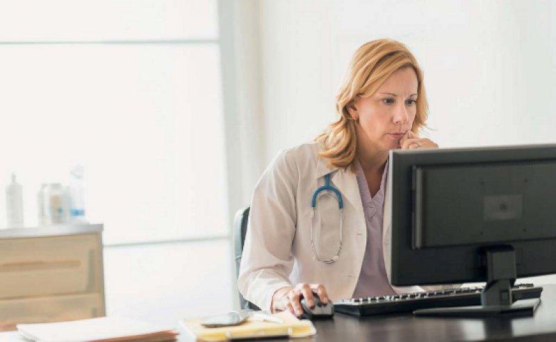 Die elektronische Kommunikation soll den Praxisalltag der Ärzte erleichtern und die Möglichkeiten der Zusammenarbeit verbessern. Foto: picture alliance