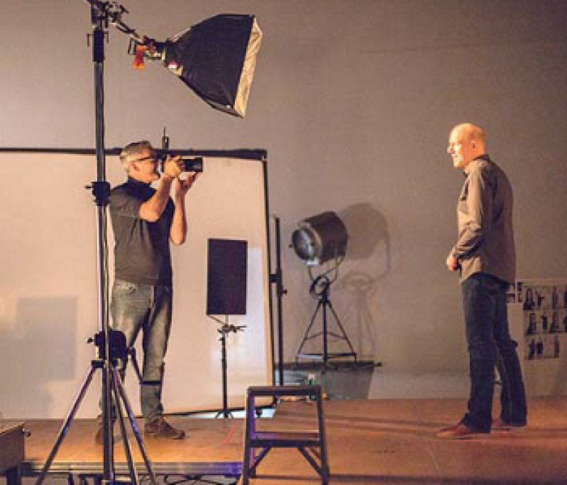 """Keine Schauspieler: Für die Werbeaktion von KBV und KVen stehen nur """"echte"""" Ärzte und Psychotherapeuten vor der Kamera. Foto: Michael Zellmer"""
