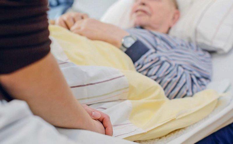 Pflegeheime sind jetzt zur Zusammenarbeit mit ambulanten Hospizdiensten verpflichtet. Foto: epd