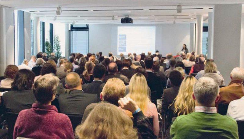 Informationen und Diskussionen zum Stand der GOÄ-Novelle gab es vor rund 200 Ärzten in Stuttgart. Foto: PVS-Akademie