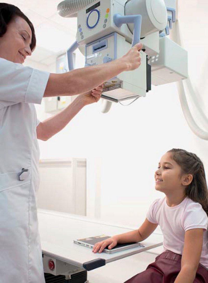Die radiologischen Techniken werden immer mehr an die Bedürfnisse der Patienten im Wachstumsalter angepasst. Foto: picture alliance