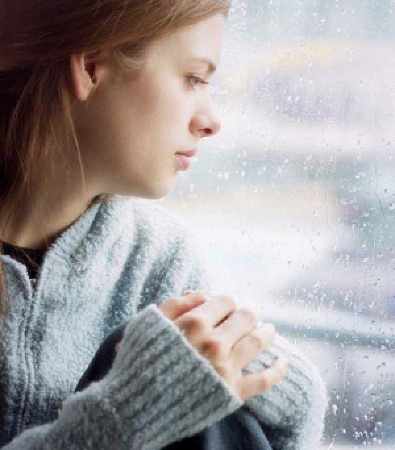 Eine Depression kann den Alltag der Betroffenen stark beeinträchtigen. Sie ist eine häufige Ursache für Fehltage bei der Arbeit. Foto: picture alliance
