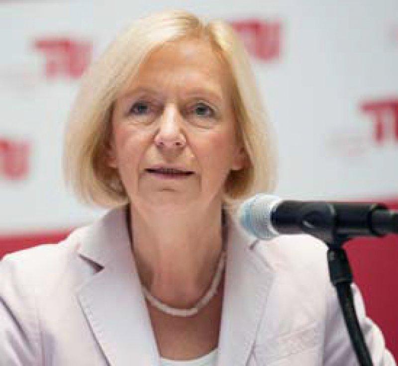 Der Nutzen von Technik im Alltag ist entscheidend, meint Bundesforschungsministerin Johanna Wanka. Foto: dpa