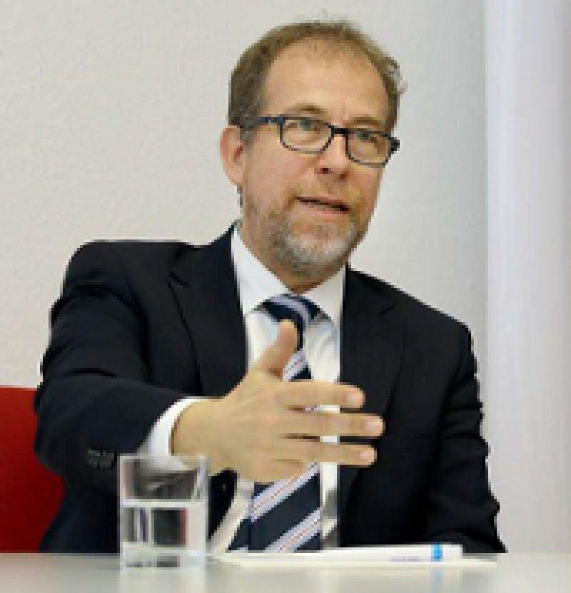 Dr. med Christof Veit, Jahrgang 1957, Approbation 1984, von 2007 bis 2015 Leiter des BQS-Instituts in Düsseldorf. Seit 2015 Leiter des IQTIG. Hier arbeiten bislang 61 Mitarbei- ter, Anfang 2016 werden es 80 sein. Foto: Georg J. Lopata