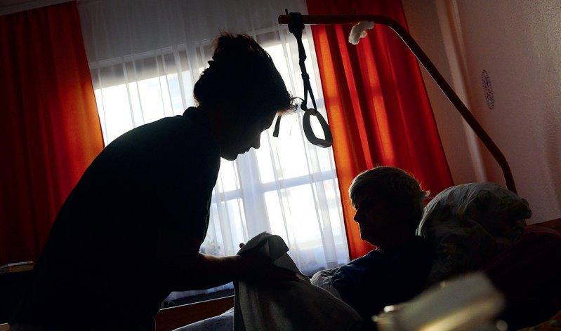 Prüferlaubnis: Die Regierung will, dass künftig auch Leistungen der häuslichen Krankenpflege kontrolliert werden. Foto: dpa