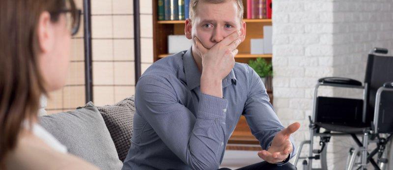 Oftmals suchen sich Patienten mit Handicap gezielt einen Psychotherapeuten mit demselben aus. Foto: Fotolia/Photographee.eu