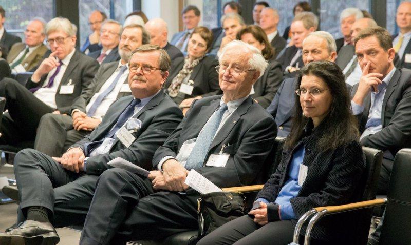 Aufmerksame Zuhörer: Frank Ulrich Montgomery, Peter Scriba und Scribas Gattin Ursula. Foto: Gerog J. Lopata