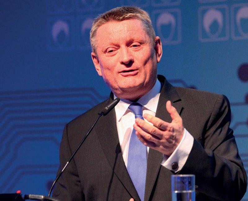 Bundesgesundheitsminister Hermann Gröhe will bei der elektronischen Patientenakte Tempo machen. Foto: conHIT