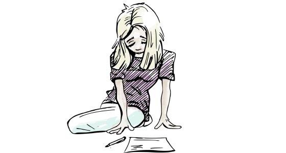 Trauerndes Mädchen vor einem leeren Blatt Papier /emieldelange, stock.abobe.com