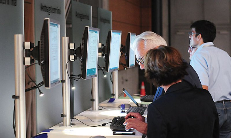 Am Antragsterminal konnten die Delegierten auch noch kurzfristig neue Anträge einreichen. Foto: Thorsten Maybaum