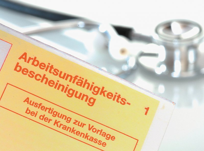 """Der Ausdruck des """"gelben Scheins"""" für die Kasse wird künftig für die teilnehmenden Arztpraxen verzichtbar. Foto: Gerhard Seybert/stock.adobe.com"""