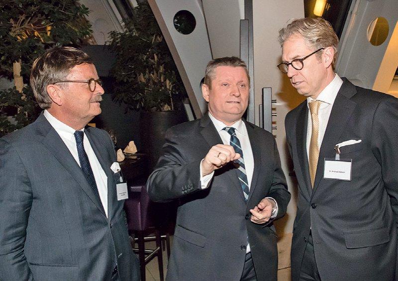 Im Gespräch: Prof. Dr. med. Frank Ulrich Montgomery, Hermann Gröhe, Dr. med. Andreas Gassen. Foto: Georg J. Lopata