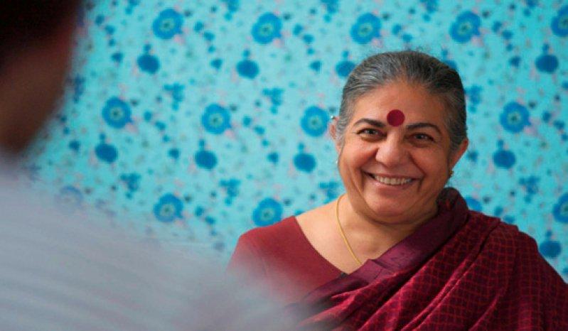 Vandana Shiva, indische Aktivistin und Wissenschaftlerin sowie Gründerin von Navdanya, einer Stiftung, die indischen Gemeinden hilft, landwirtschaftliche Samenbanken einzurichten. Fotos: Pandora Film