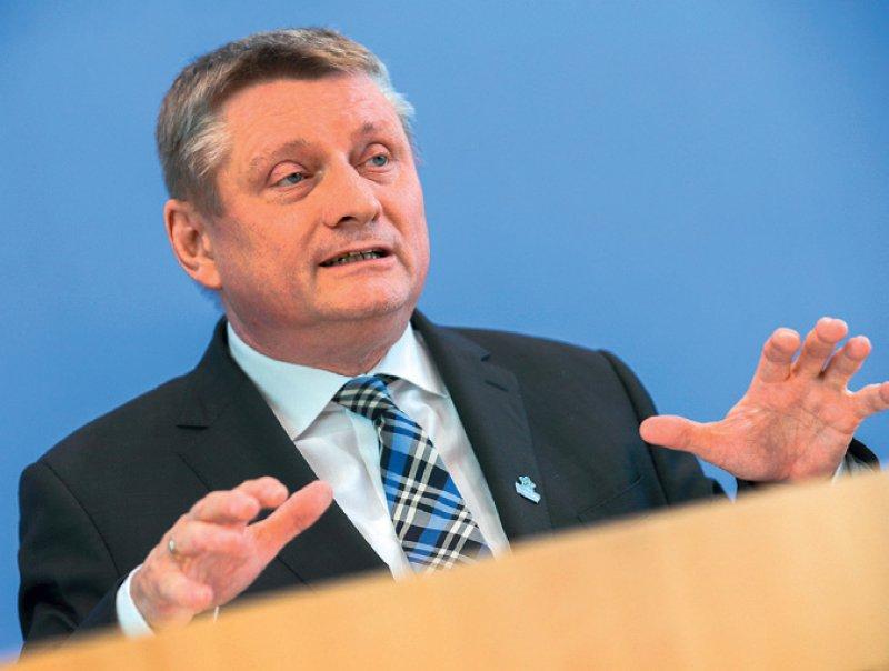 Bundesgesundheitsminister Hermann Gröhe steht auf dem ersten Platz der Landesliste in Nordrhein-Westfalen für die nächste Bundestagswahl. Foto: dpa