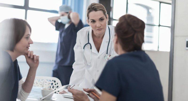 Wenig Zeit für Patienten: Eine Umfrage des Hartmannbundes zeigt Probleme des Klinikalltags auf. Foto: picture alliance