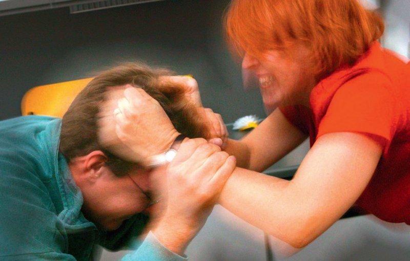 Frauen, die prügeln, haben Probleme mit der Impulsregulation. Foto: dpa