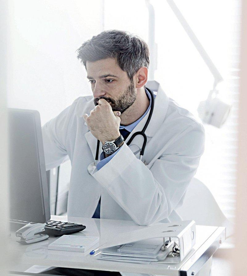 Die Praxissoftware soll künftig Informationen über den Zusatznutzen neuer Arzneimittel enthalten. Foto: picture alliance