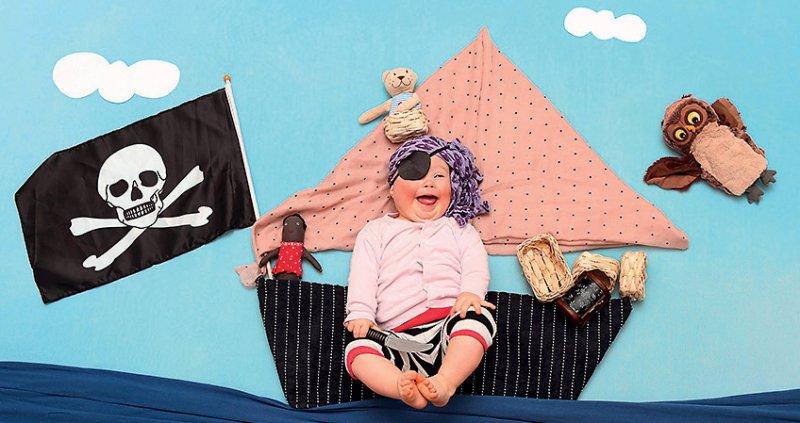 """""""Arschbombe einer Piratin"""" heißt eines der Fotos, das auf der Werkschau zum Thema Down-Syndrom gezeigt wird. Foto: Soany Guigand"""