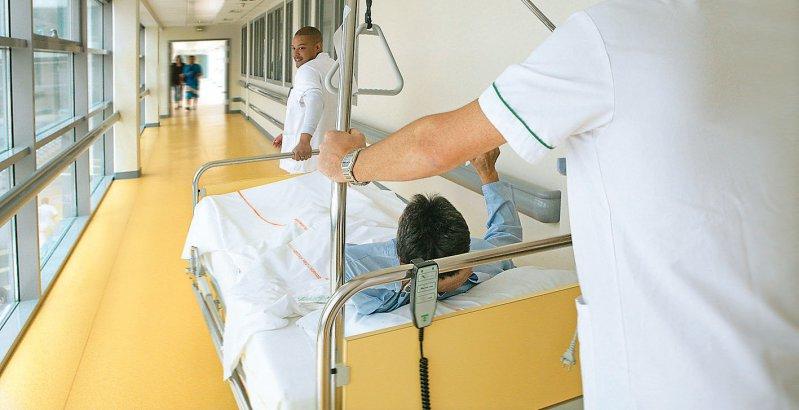 In der Pflege gibt es einen zunehmenden Fachkräftemangel. Foto: JPC-PROD/stock.adobe.com