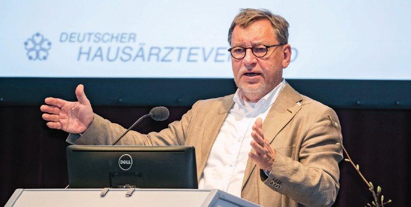 Für eine qualitätsgesicherte Primärversorgung warb Hausärzte-Chef Ulrich Weigeldt bei der Frühjahrstagung seines Verbandes. Foto: axentis.de
