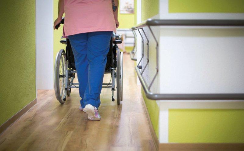 8 000 Pflegefachkräfte hat die Bundesregierung in einem ersten Schritt versprochen. Foto: Inga Kjer/photothek