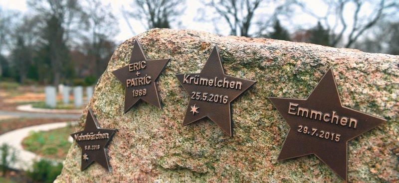 """Grabstein für """"Sternenkinder"""". Kinder, die vor, während oder kurz nach der Geburt gestorben sind, werden als Sternenkinder bezeichnet. Foto: dpa"""