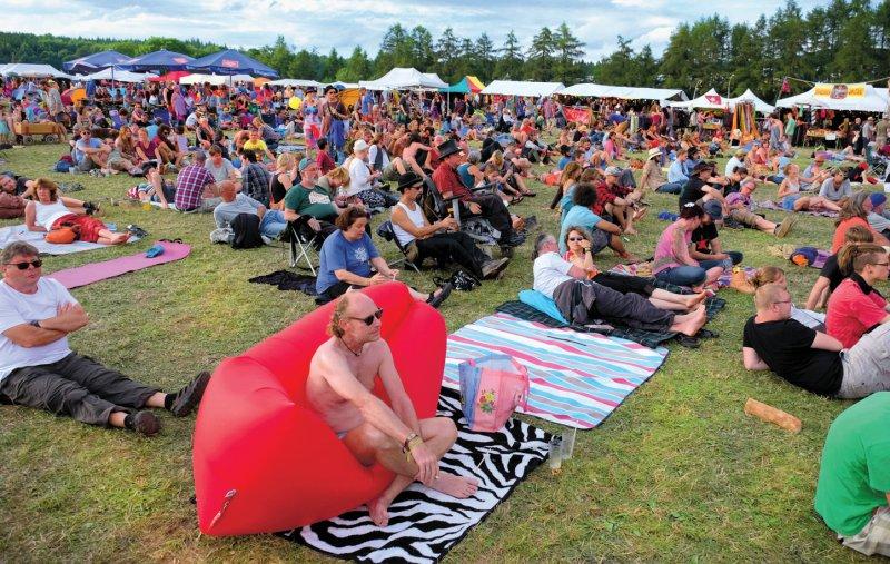 Entspannt in freundlichem Umfeld ein Open-Air-Festival genießen dies ist seit 50 Jahren auf dem Herzberg möglich. Foto: Eberhard Hahne
