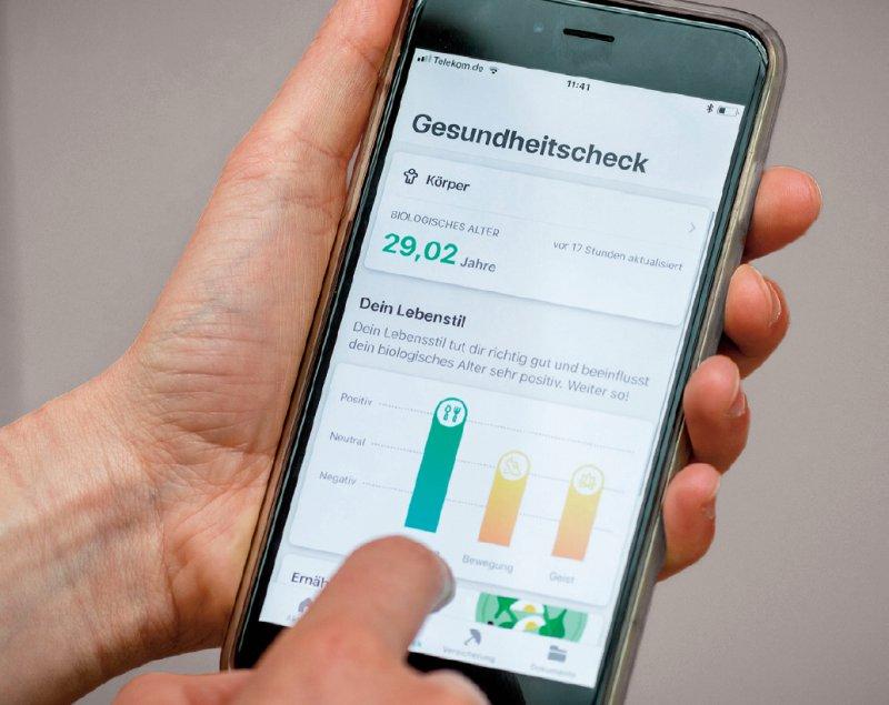 """Gesundheits- und Vitaldaten auf einen Blick: Die App """"Vivy"""" soll gesunde wie kranke Menschen ansprechen. Foto: dpa"""