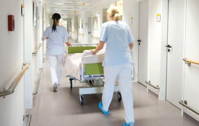 Pflegekräfte in Krankenhäusern sollen durch Personaluntergrenzen entlastet werden. Foto: picture alliance