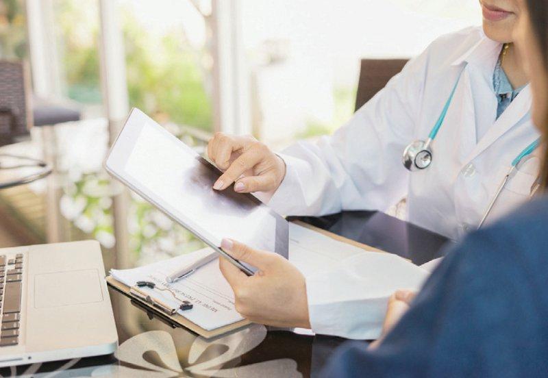 Elektronische Gesundheitsakten sollen unter anderem Ärzte und Patienten digital miteinander vernetzen. Foto: asawinklabma/stock.adobe.com