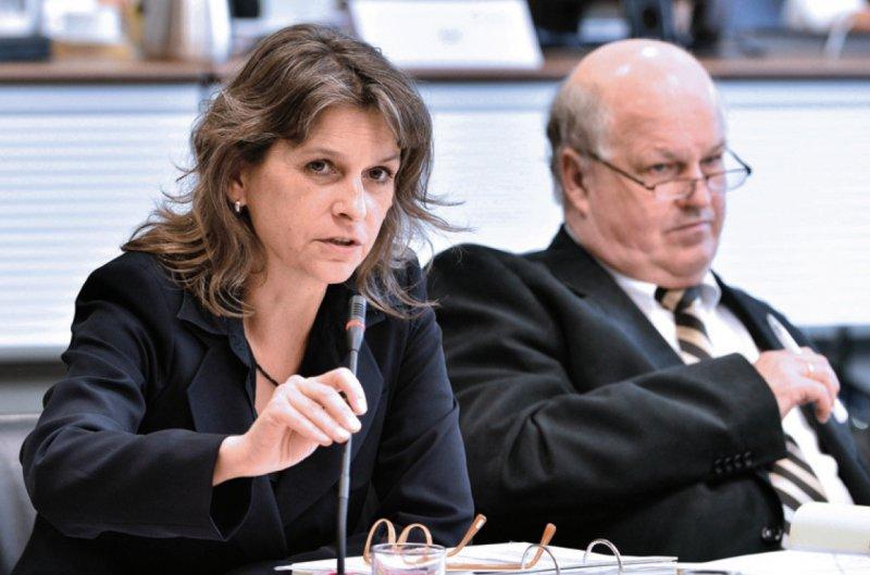 Zwei hauptamtliche Unparteiische verlassen den G-BA: Regina Klakow-Franck und Harald Deisler. Foto: dpa
