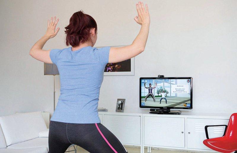 Reha im eigenen Wohnzimmer für Patienten mit künstlichem Hüft- und Kniegelenk Foto: Matthias Heyde/Fraunhofer FOKUS