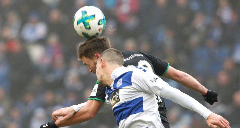 Kopfbälle im Fußball stören die Funktion der Augenmuskeln