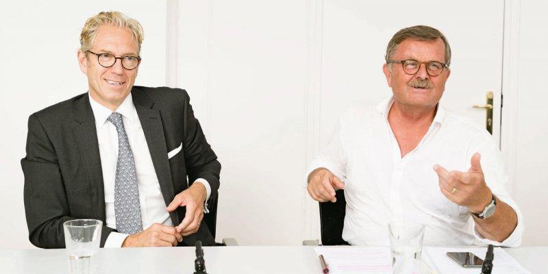 Andreas Gassen (56, links) übernahm das Amt des KBV-Vorstandsvorsitzenden am 1. März 2014. Frank Ulrich Montgomery (66) ist seit 2011 Präsident der Bundesärztekammer.